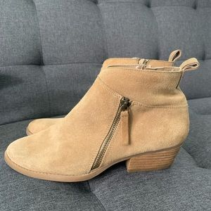 Like new Nine West Suede Bootie